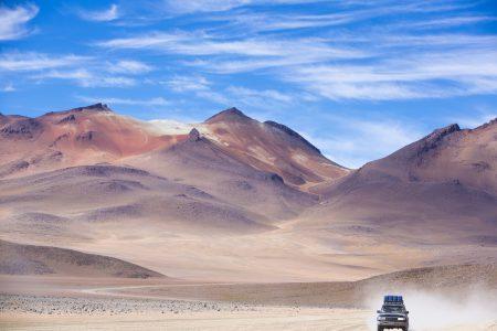 4X4 dans le désert d'Atacama Réserve Avaroa Andean en Bolivie