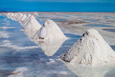 Extraction de sel au salar d'Uyuni en Bolivie