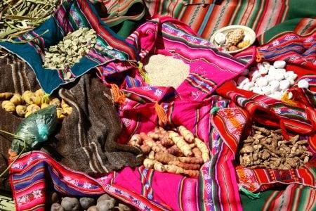 Repas traditionnels sur les iles Uros - Lac Titicaca - Pérou